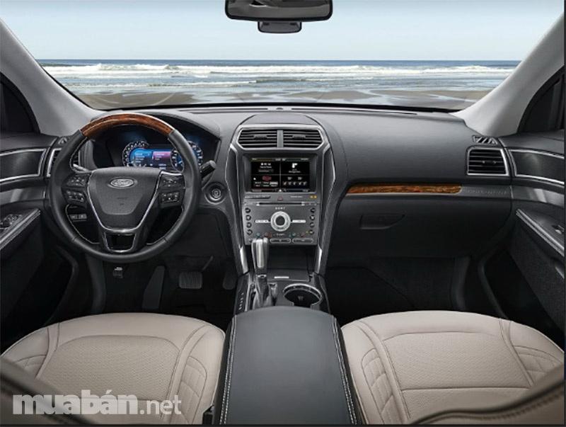 Nội thất bên trong của Ford Explorer 2017 được đánh giá là sang trọng và đắt tiền