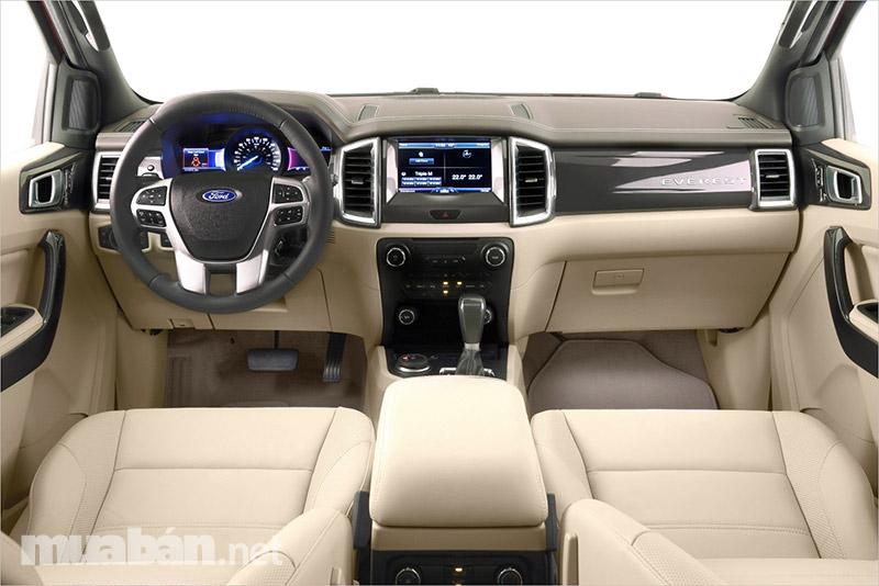 Nội thất bên trong xe rộng rãi, tiện nghi và đắt tiền