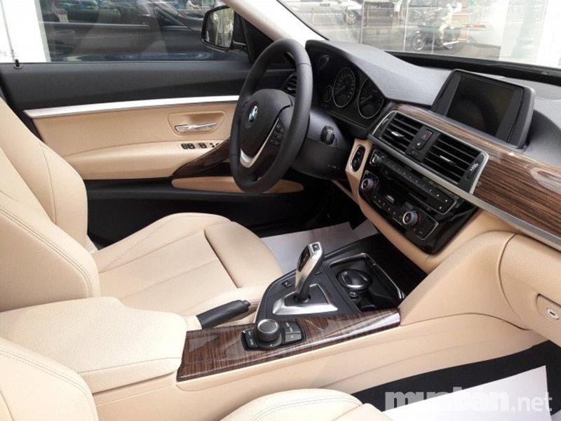 Nội thất sang trọng trên xe BMW 320i 2017