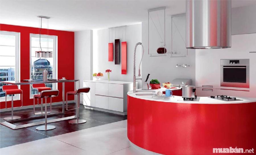 Gam màu đỏ vừa phải tạo điểm nhấn cho không gian phòng bếp