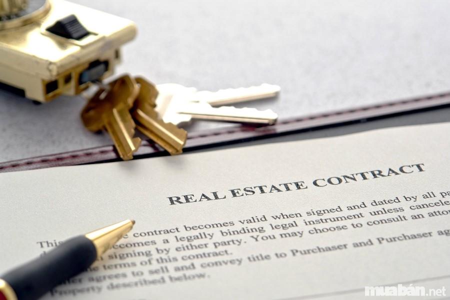 Chuyên gia môi giới bất động sản hỗ trợ bạn làm hợp đồng chính xác