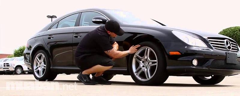 Kiểm tra giấy tờ cùng tình trạng xe thật kỹ trước khi nhận xe là vô cùng cần thiết.