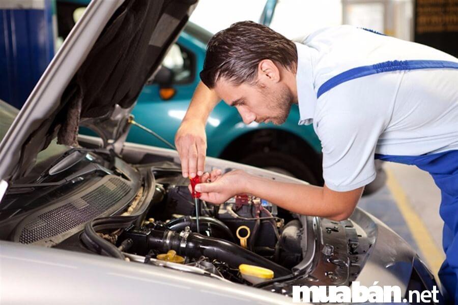 Làm thế nào để trở thành một người thợ sửa chữa ô tô giỏi