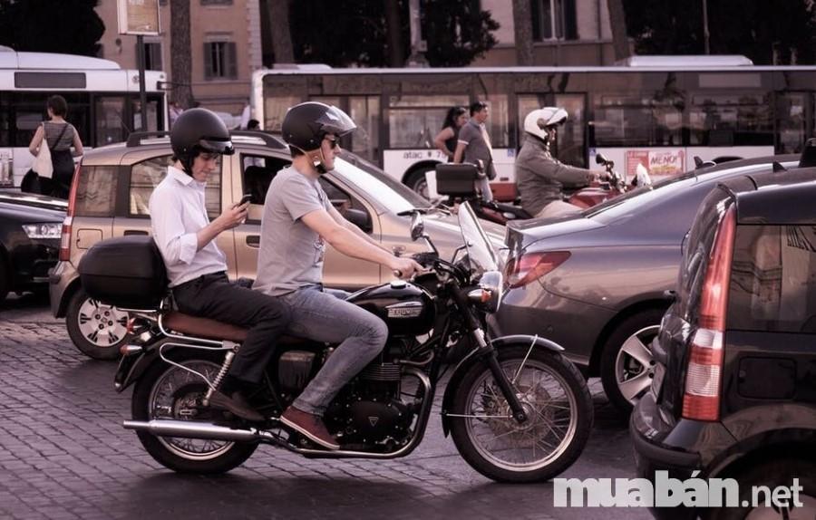 City Traffic People Smartphone 1