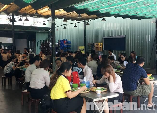 Mặt bằng mở quán ăn cần phù hợp với đối tượng khách hàng phục vụ chủ yếu