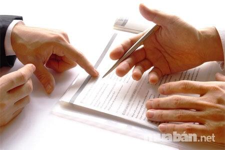 Chú ý kỹ những điều khoản trước khi ký hợp đồng chuyển nhượng