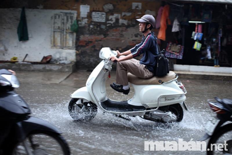 Không nên cố khởi động xe nếu xe ngập nước và chết máy