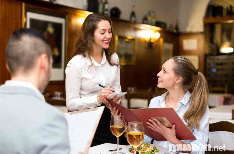 Những kinh nghiệm sống quý giá mà bạn có được từ nghề phục vụ