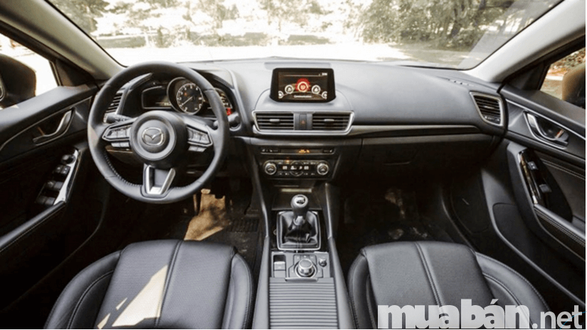 Mazda 3 cũng không hề kém cạnh