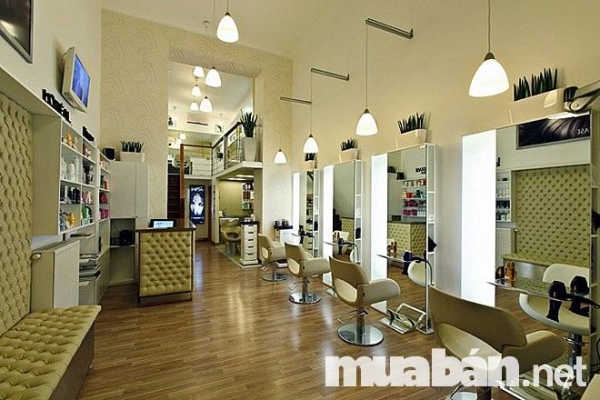 Nơi cắt tóc là trung tâm của cửa tiệm cần được trang trí thật bắt mắt