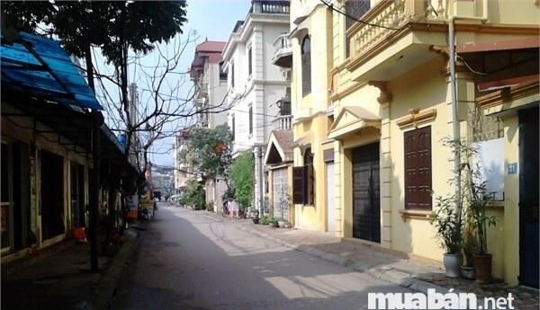 Những căn nhà nằm trong hẻm thường có giá rẻ hơn ngoài mặt đường rất nhiều lại còn yên tĩnh