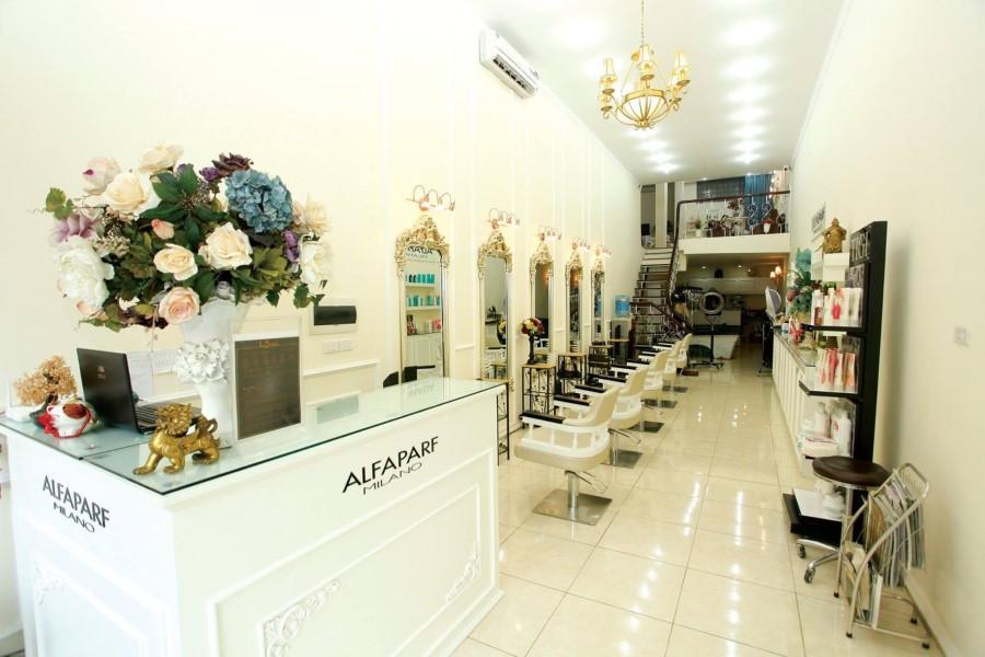 Quầy tiếp tân được trang hoàn bắt mắt hợp với phong cách của cửa tiệm