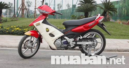 Phần động cơ đồ sộ của xe Suzuki fx 125