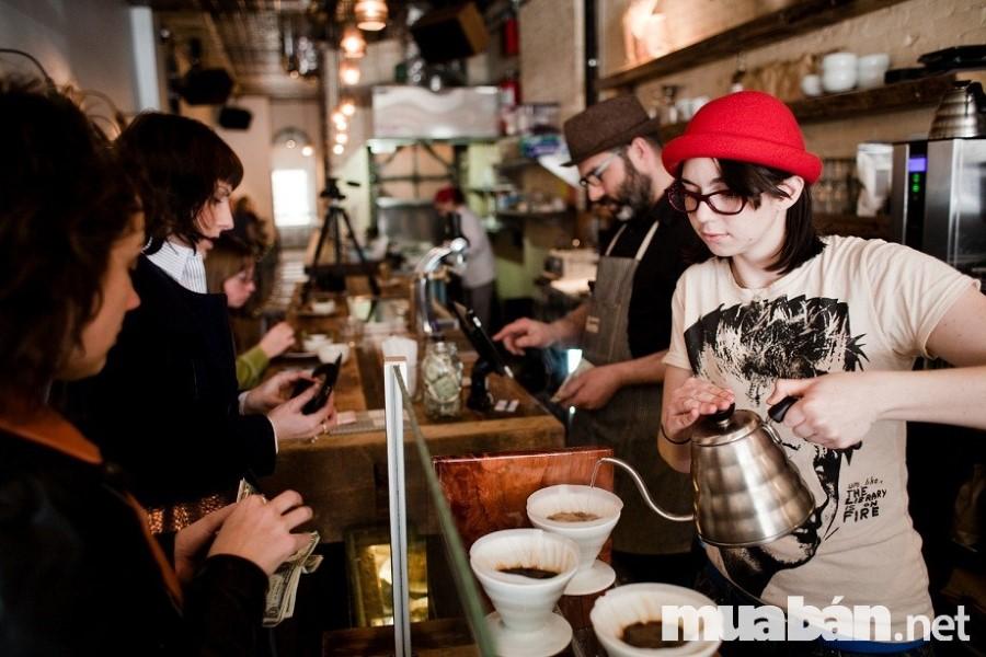 Nghề phục vụ tại các nhà hàng luôn là lựa chọn tối ưu dành cho các bạn sinh viên