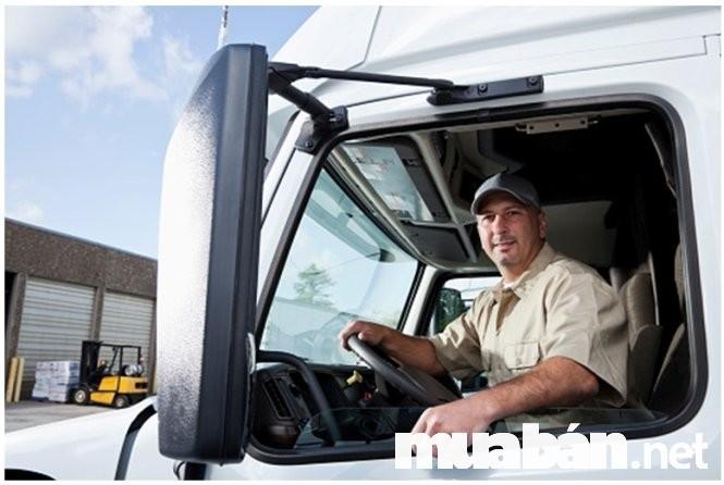 Tài xế xe tải cần phải tỉnh táo để xử lý kịp mọi tình huống xảy ra bất ngờ