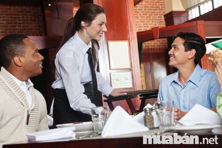 Nhân viên phục vụ là người cần kỹ năng ứng biến giải quyết tình huống thông minh nhất