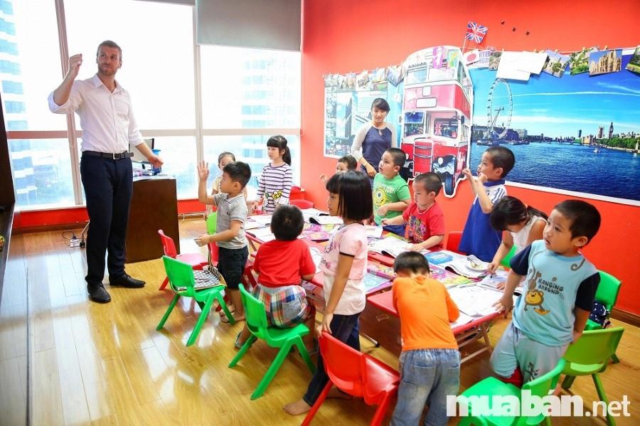 Để những buổi học luôn được hấp dẫn và hiệu quả, người dạy cần có sự hài hước giúp không khí học được thoải mái hơn