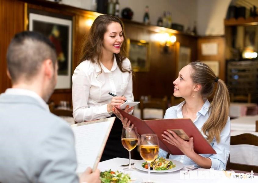 Nhân viên phục vụ hãy chăm sóc thực khách một cách tốt nhất