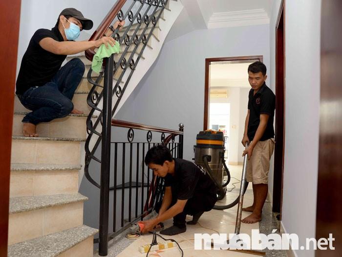 Công việc lau dọn nhà cuối năm rất được ưa chuộng