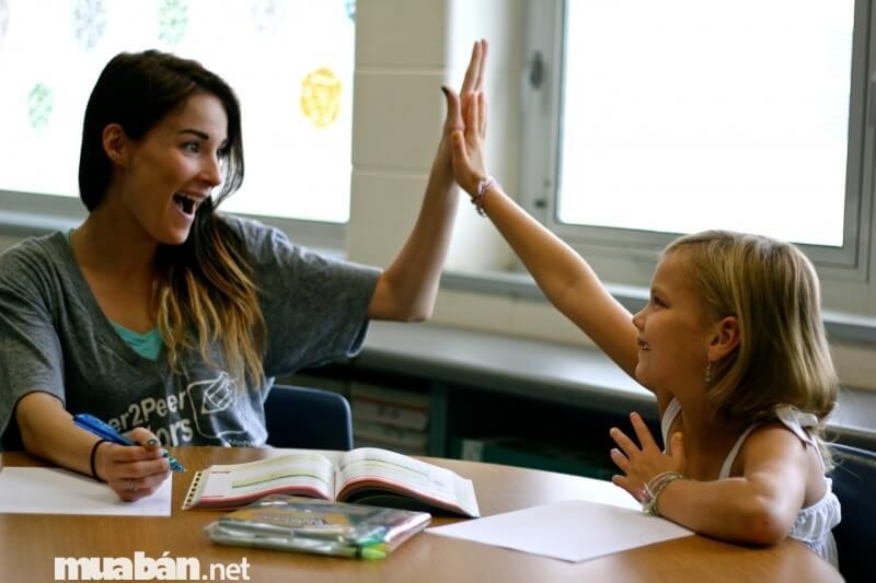"""Rất nhiều bạn sinh viên chọn việc """"gõ đầu trẻ"""" là công việc ngoài giờ của mình"""