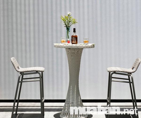 Ghế mây được sử dụng rộng rãi cho các quán bar ngoài trời