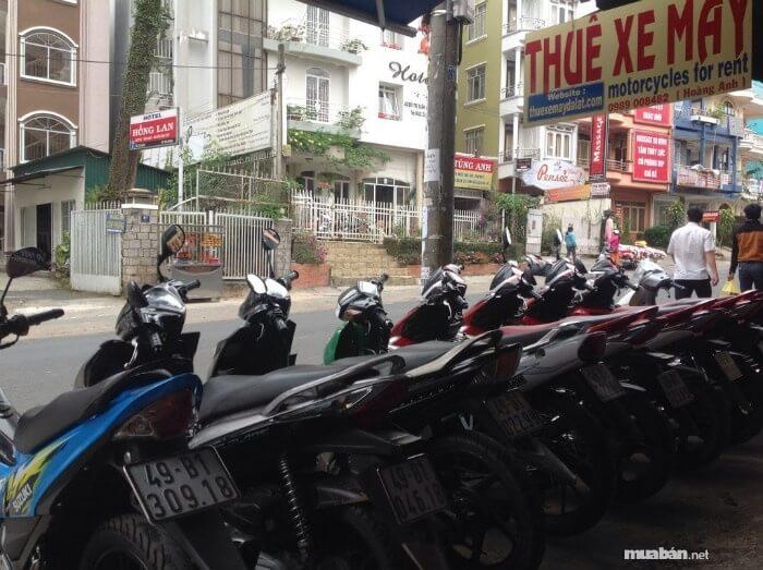 Có rất nhiều nơi kinh doanh dịch vụ cho thuê xe máy tại Hà Nội