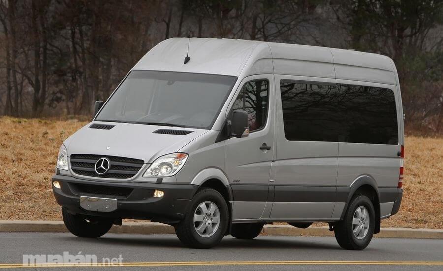 Mercedes Benz Sprinter là đối thủ lớn nhất của Ford Transit trong phân khúc xe hơi 16 chỗ