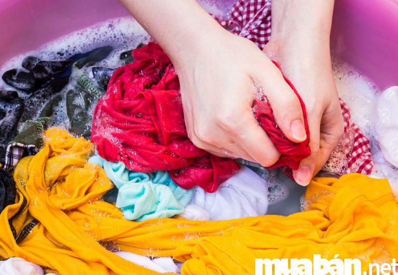 Nên giặt tay chiếc áo thun yêu thích