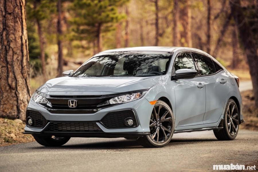 Honda Civic 2017 tuy đẹp mắt nhưng vẫn yếu hơn đối thủ Mazda 3 về doanh số bán hàng