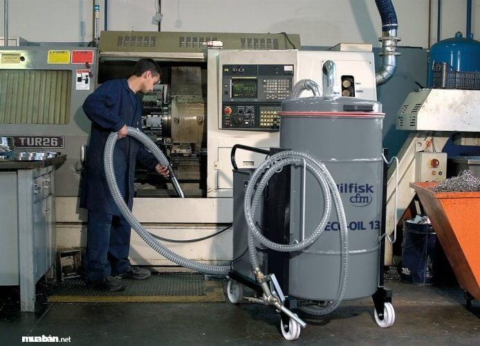 Máy hút bụi công nghiệp với thùng chứa lớn thích hợp dùng trong nhà xưởng, công trình
