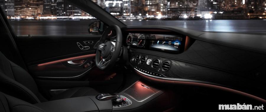 Mercedes E-Class với nội thất sang trọng