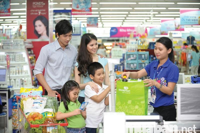 Nhân viên bán hàng siêu thị