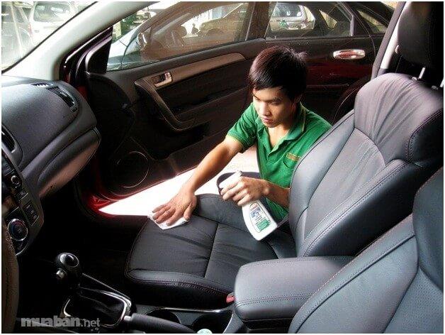 Những địa chỉ cung cấp dịch vụ vệ sinh nội thất xe hơi uy tín tại tphcm