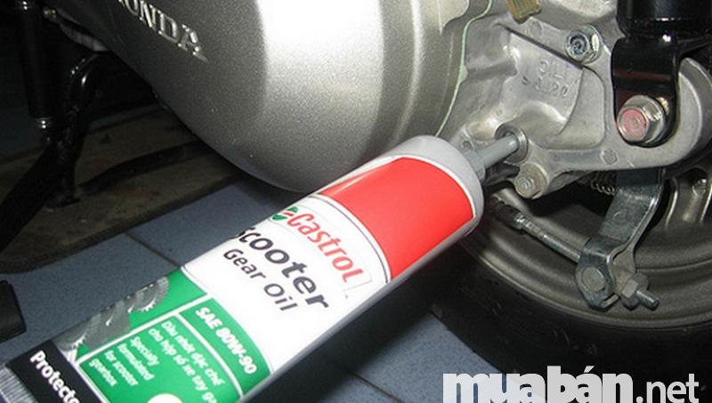 Giá dầu nhớt xe ô tô