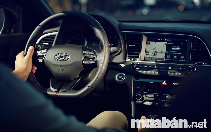 Xe Hyundai Elantra