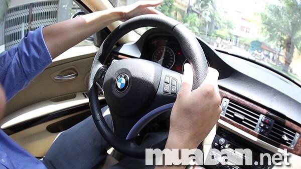 Kỹ thuật tiến lùi dành cho người mới học lái xe ô tô
