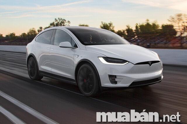 Mẫu xe điện Tesla đang gây bão thị trường ô tô trên toàn thế giới