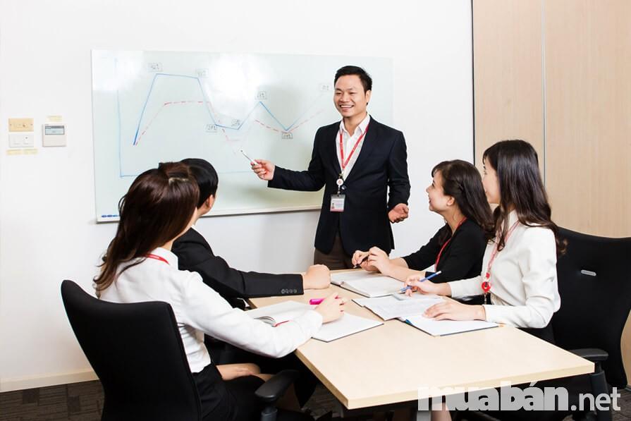 Các bạn trẻ cần quan tâm đến việc theo các vị sếp tốt khi chọn các môi trường làm việc