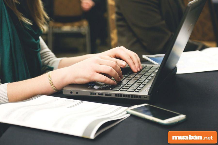 Bạn có nhiều cách tìm việc đơn giản như tìm trên mạng, nhờ bạn bè giới thiệu...