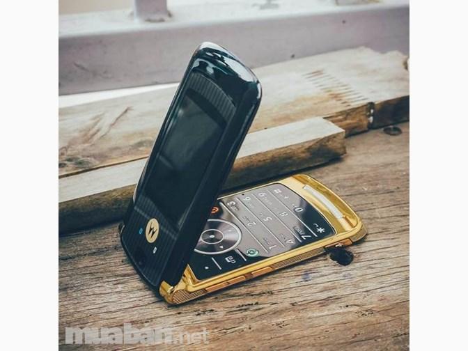 Motorola RAZR V8 có thiết kế tinh tế và sáng tạo