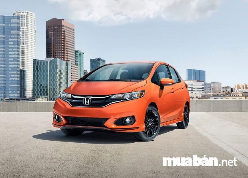 Kiểu dáng nhỏ gọn, đơn giản, dễ lái Honda Fit là lựa chọn an toàn cho những ai mới tập lái xe.