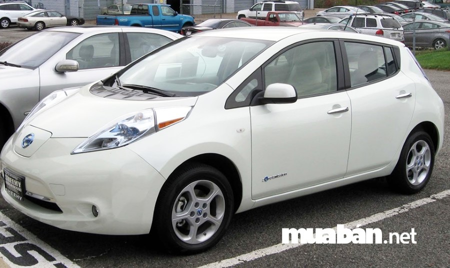 Nissan Leaf trang bị hệ thống camera RearView Monitor, kết nối Bluetooth hỗ trợ rất nhiều cho những người chưa có nhiều kinh nghiệm lái xe.