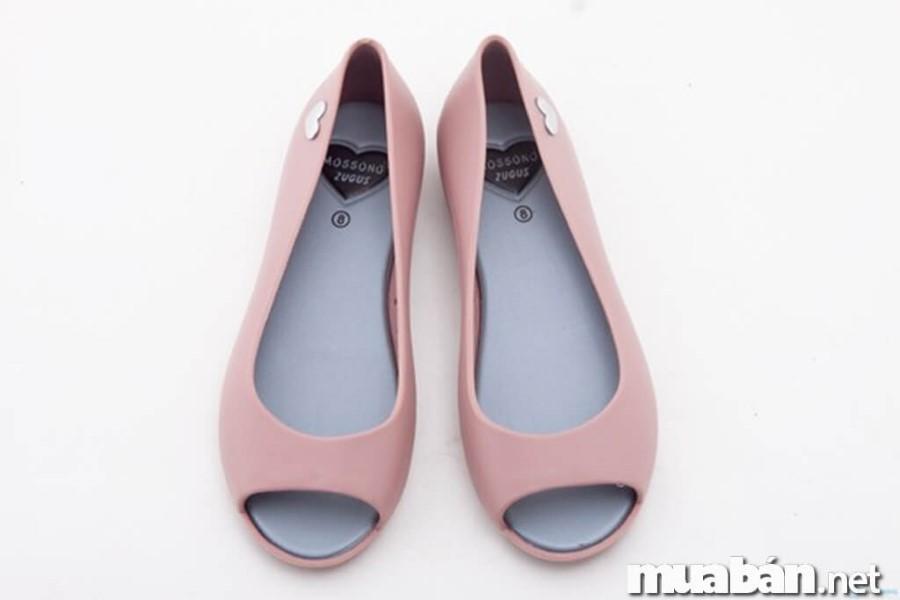 giày cho mùa mưa