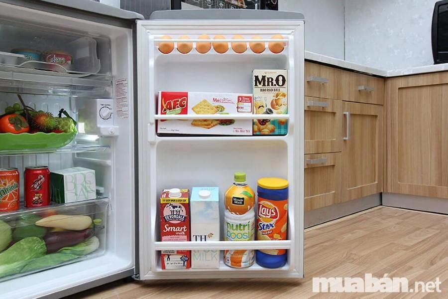 Bạn nên chọn tủ lạnh vật liệu nhựa để bảo quản tốt và chống bám mùi