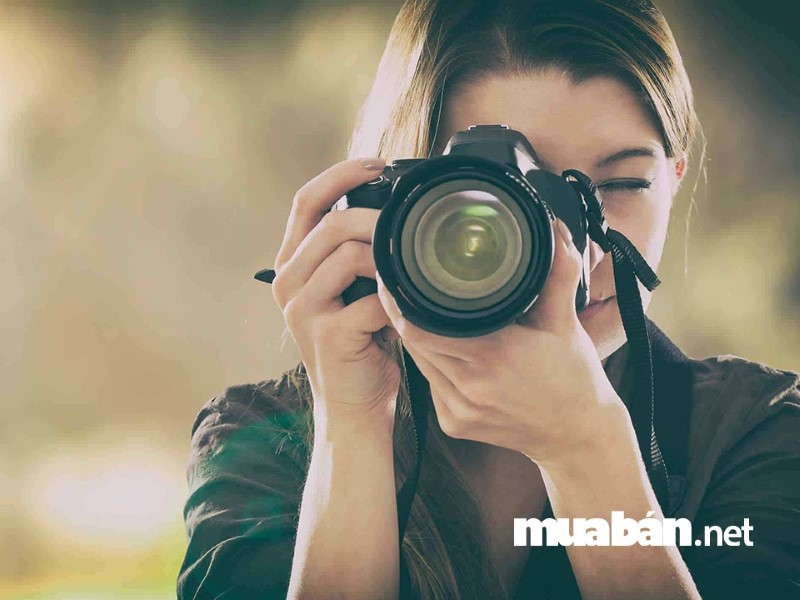 Nếu bạn đam mê ngành nhiếp ảnh thì nghề chụp ảnh dạo chính là nghề tay trái tuyệt vời để kiếm thêm thu nhập.