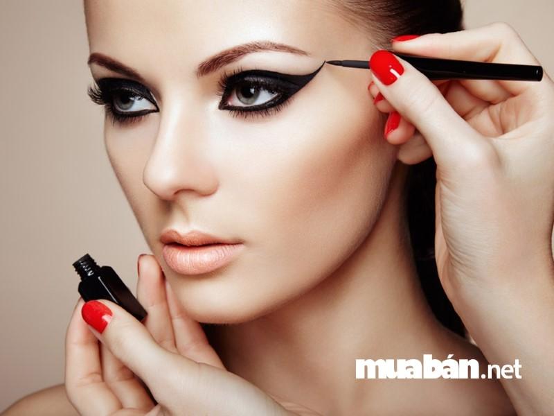 Makeup dạo cũng đang là nghề tay trái rất hot hiện nay.