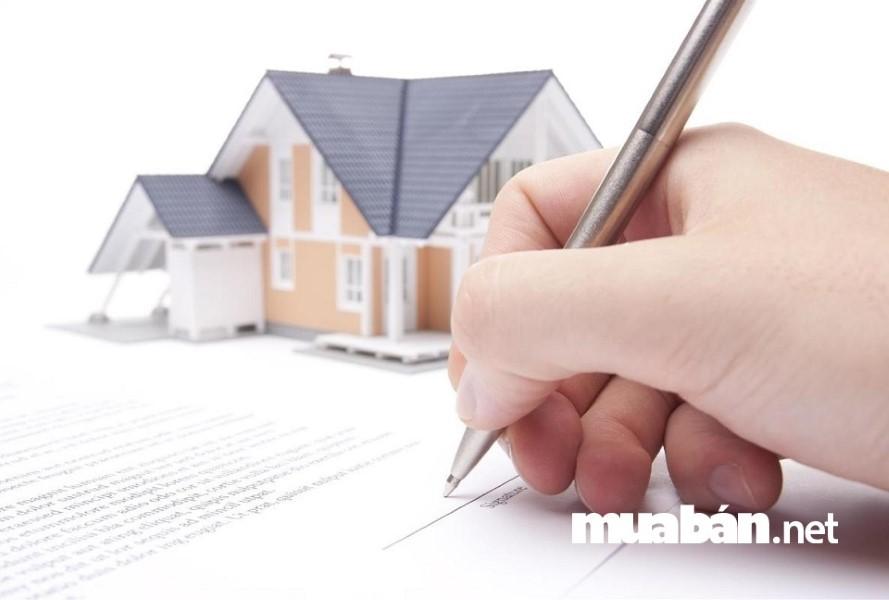 Hãy xem xét kỹ những điều khoản trong hợp đồng trước khi quyết định đặt bút ký .