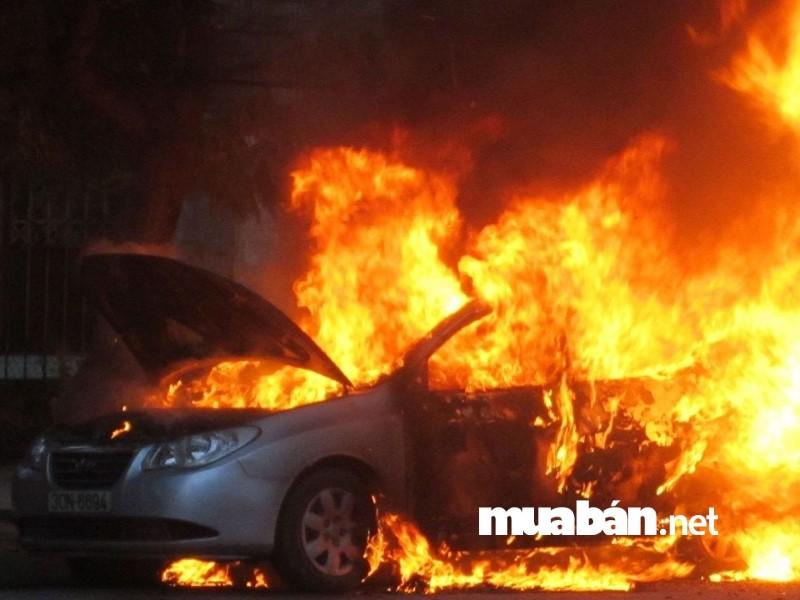 Động cơ ô tô quá nóng có thể gây cháy, nổ xe.