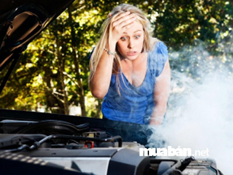 Có rất nhiều nguyên nhân khiến động cơ ô tô quá nóng.