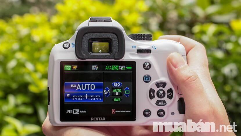 Pentax K50 có dãy ISO đặc biệt cao cho phép chụp ảnh thiếu sáng cực tốt